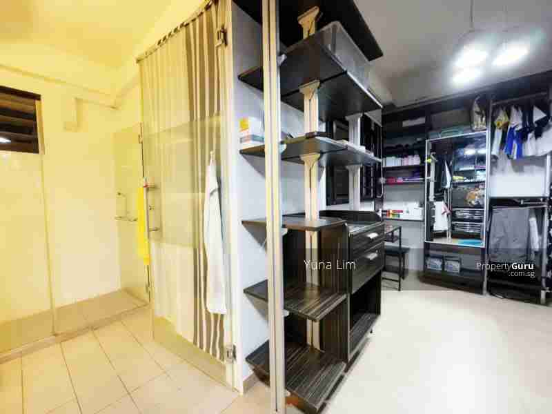 punggol resale property - 169A - Walk in wardrobe