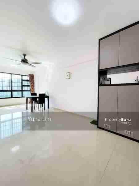 punggol resale property 266B-Punggol-way - Living Room doorview
