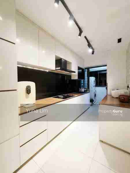 punggol resale property 310A-Punggol-Walk Kitchen without fridge