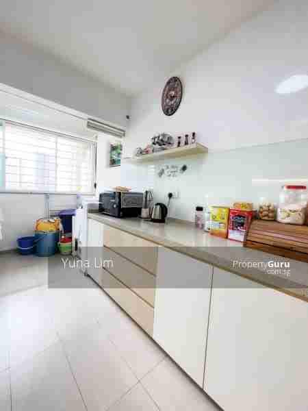 sengkang resale property 469B-Sengkang-West-Way - Kitchen microwave