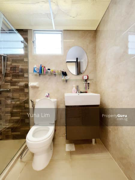 sengkang resale property 469B-Sengkang-West-Way - toilet