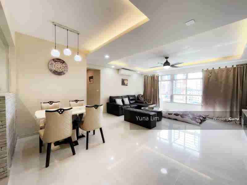 sengkang resale property 469B-Sengkang-West-Way - Living Room door view