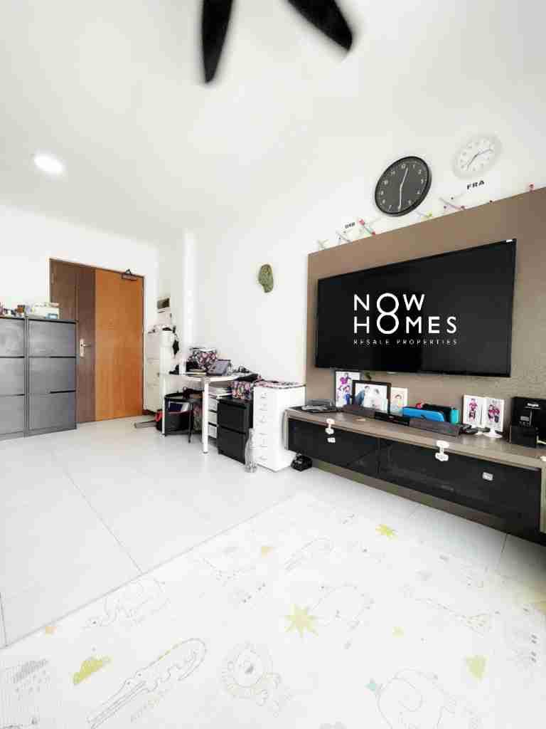sengkang resale property - 445a fernvale - Living Room face Door