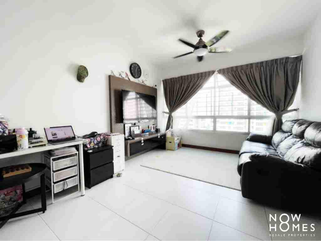sengkang resale property - 445a fernvale - living room