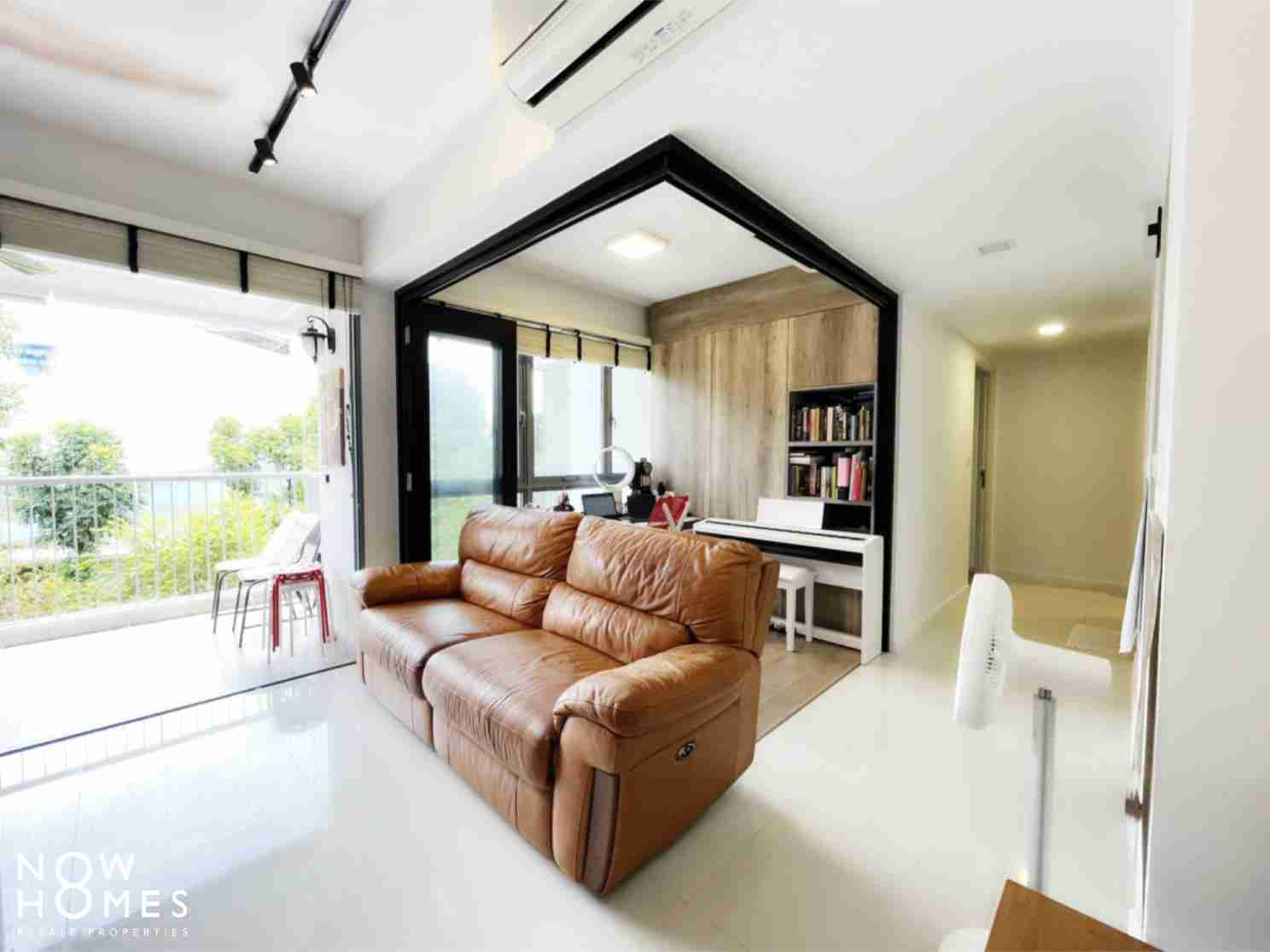 buy and sell property - 530C Pasir Ris Drive 1 - Living Room