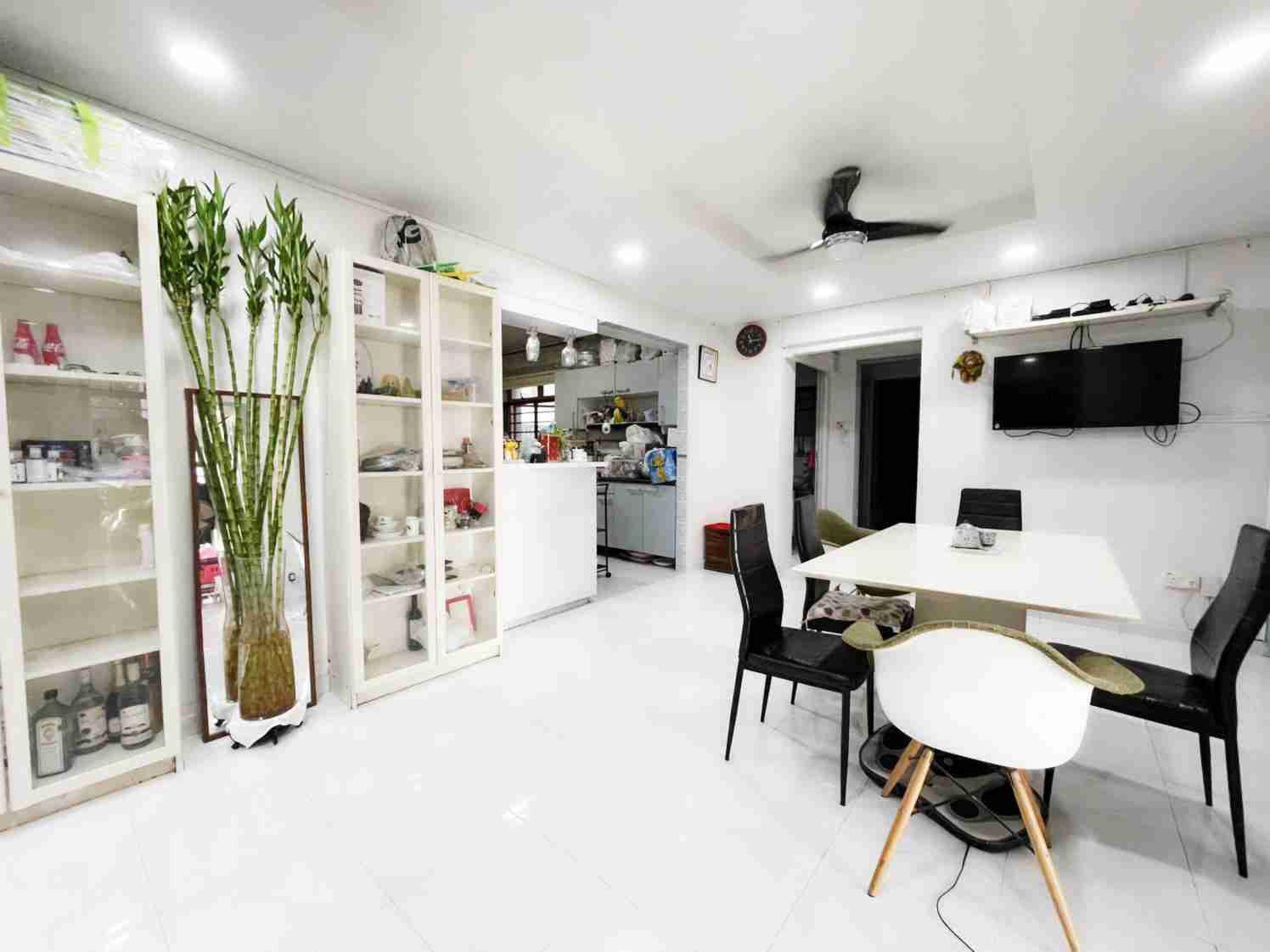 sengkang resale property - 318C Anchorvale Link Living Room