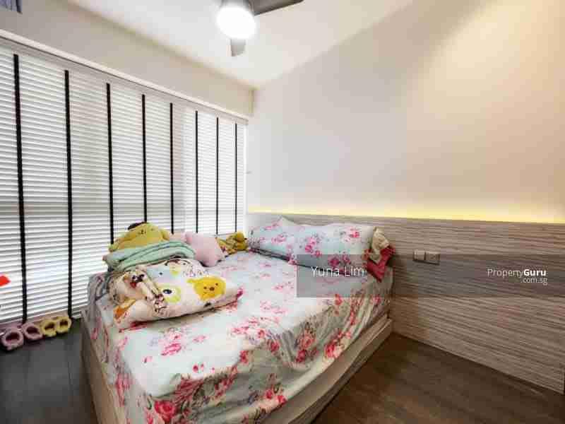 punggol resale property River-Isles - Masterbed Room bedframe
